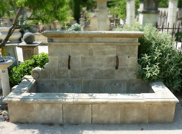 Garden fountain - rustic style in stone hand siz.  - signed by the Bidal workshop.