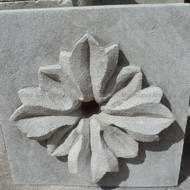 Sculpture in Freestone from our stone mason of the A.E Bidal workshop