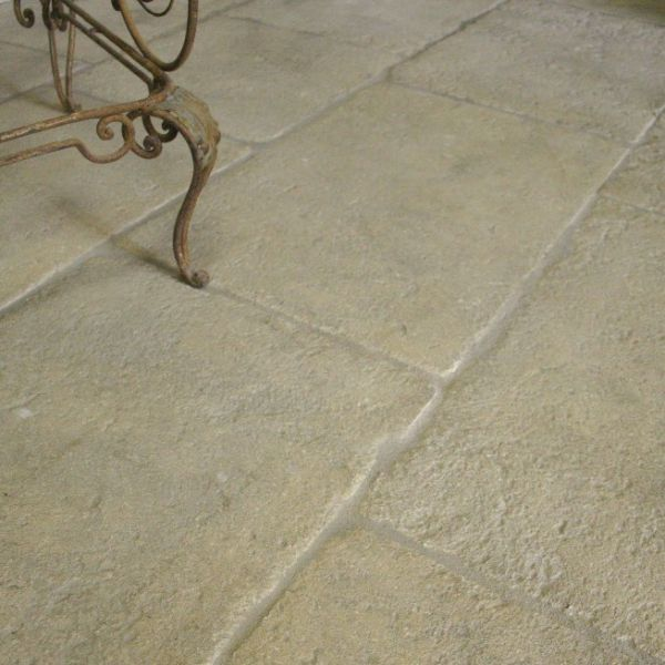 Paving in Freestone. exemple of indoor decoration