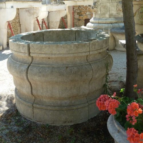 Well in carved stone in a circular shape
