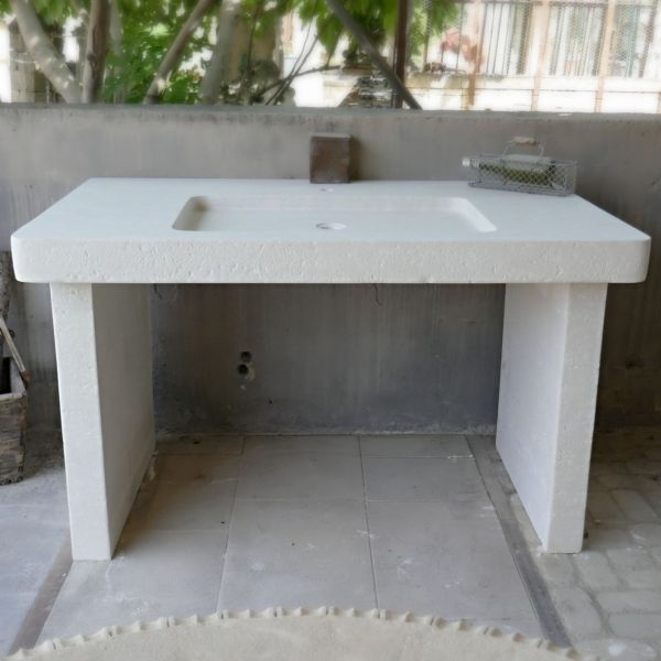 Handcarved kitchen sinks in French limestone: Atelier Alain Bidal - Provence.