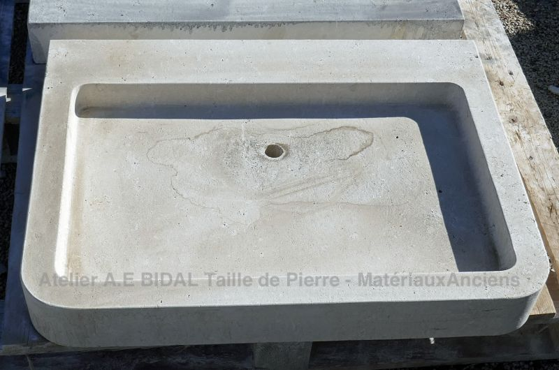 Hand made kitchen sinks carved in French limestone: Atelier Alain Bidal - Provence.