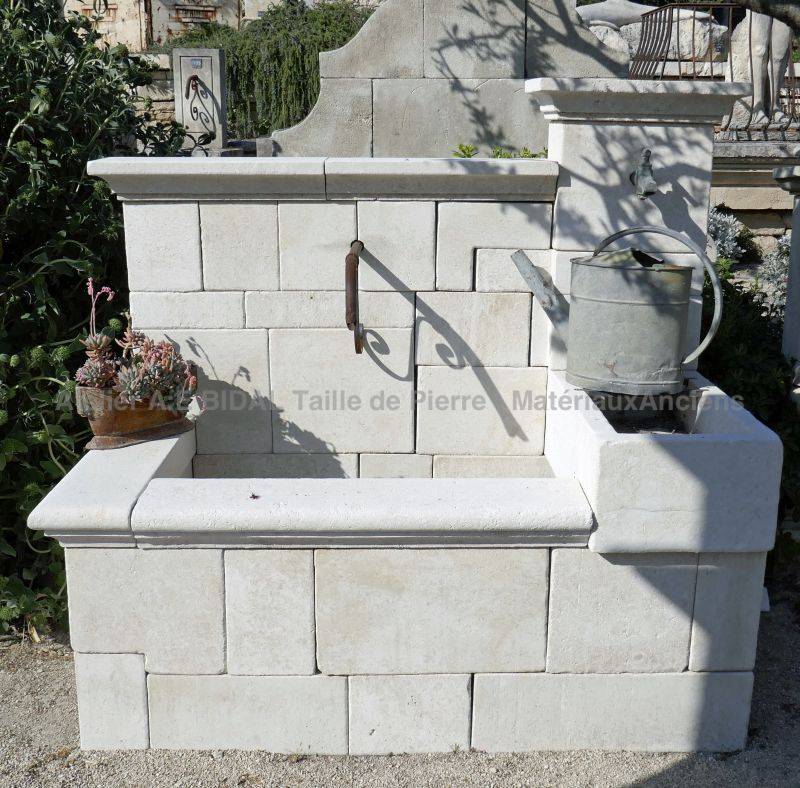 Large wall fountain in Avy stone: a beautiful element of garden decoration.