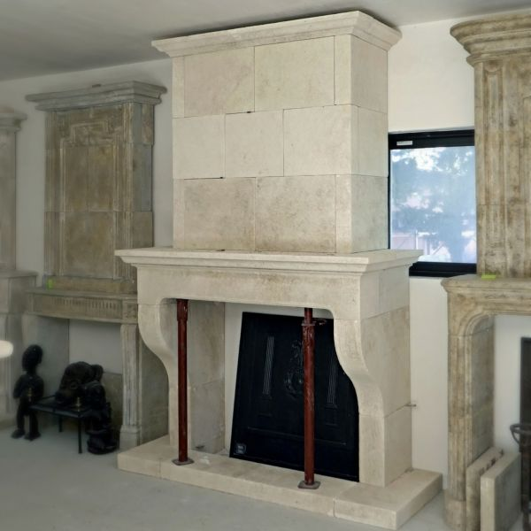 Provencal stone fireplace with trumeau by the manufacturer of stone fireplaces Atelier Alain BIDAL.