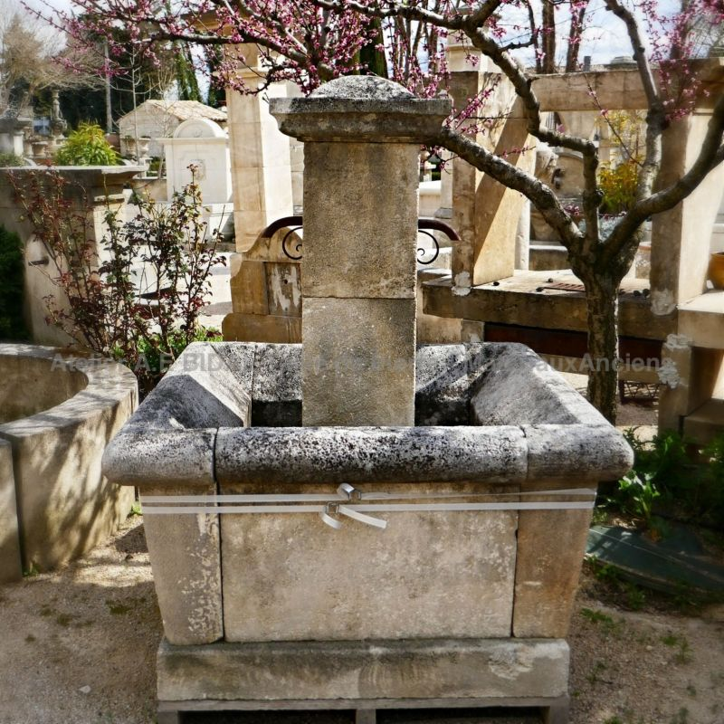 Beautiful village fountain in natural stone made by the artisan stonemason Bidal.