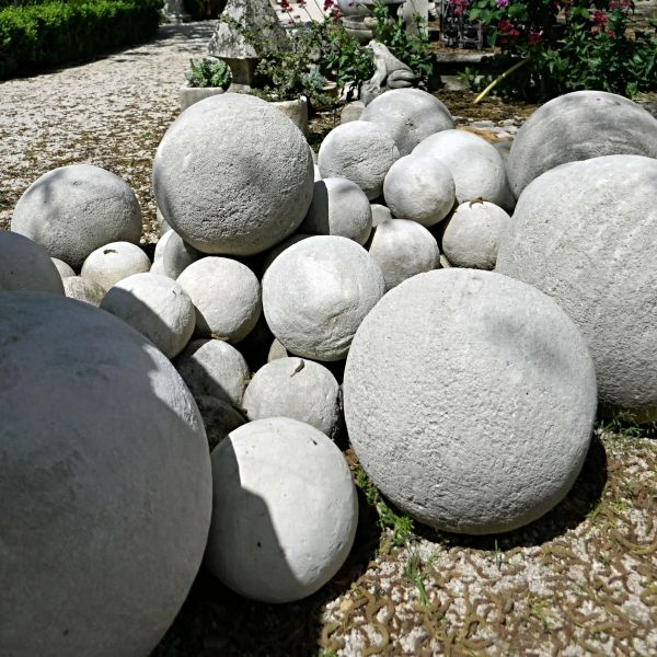 Stone ball for outdoor decoration - Atelier Alain BIDAL