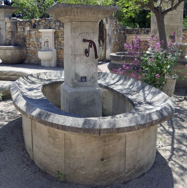 Very detailled village fountain of washhouse-style carved in Estaillades natural stone