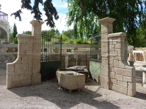 Magistral pillars in siz stone, decoration use.