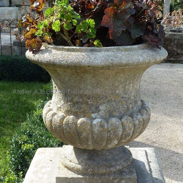 Medicis Style Stone Vase - a simple but eye catching style