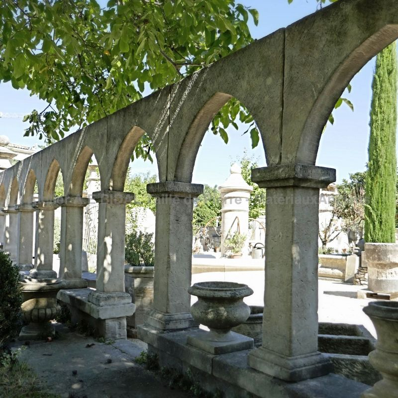 Cloister in natural stone of artisanal manufacture signed Atelier Alain BIDAL.