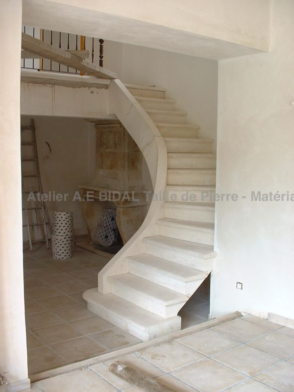 Pick an indoor staircase made in stone, from the Bidal Workshop, located in Provence.